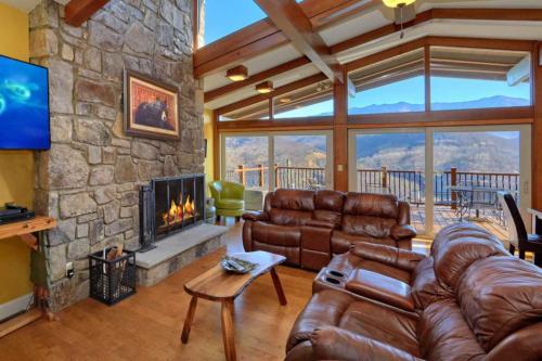 Greystone Lodge Luxury 3 Bedroom Gatlinburg Cabin